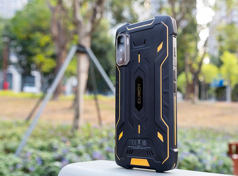 Первый неубиваемый смартфон со стереодинамиками, NFC и аккумулятором на 8000 мА•ч предлагают всего за 140 долларов