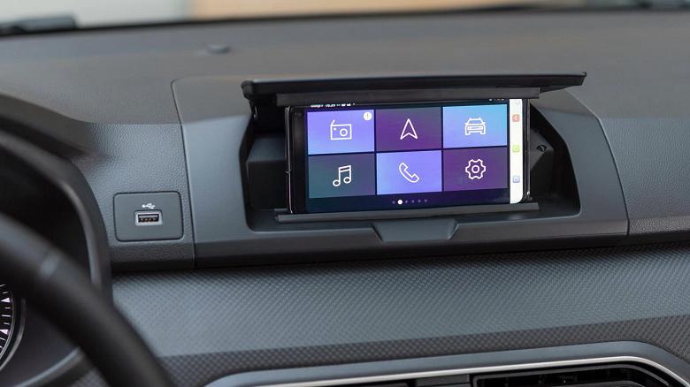 В новом Sandero нет экрана — его полностью заменяет смартфон