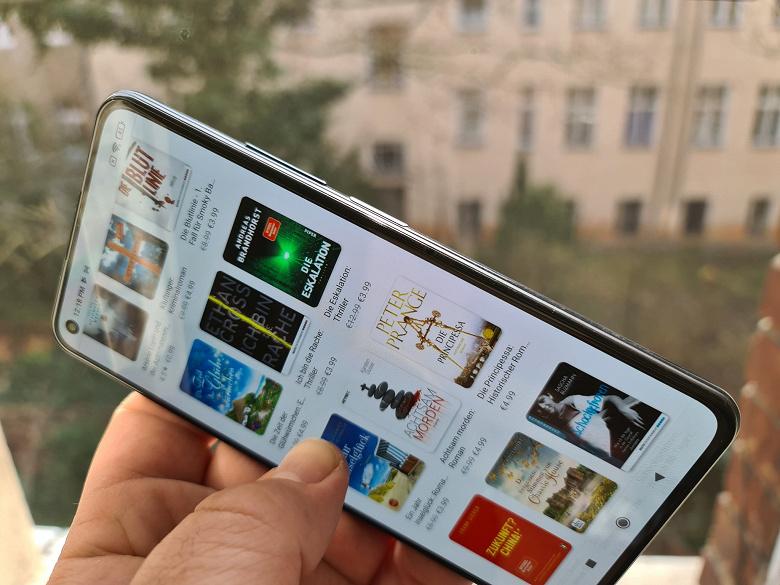 Xiaomi Mi 11 Lite не такой маленький, как кажется: смартфон в рабочем состоянии во всей красе