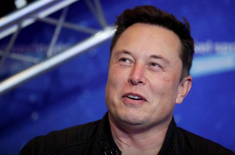 Инвестор Tesla подал в суд на Маска
