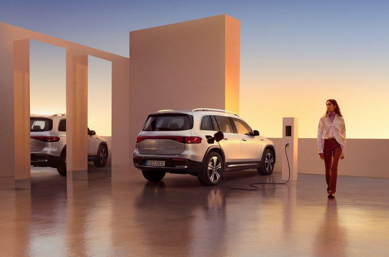 Mercedes-Benz представила 7-местный электрический кроссовер EQB. Запас хода более 500 км, полный привод и мощность 290 л.с.