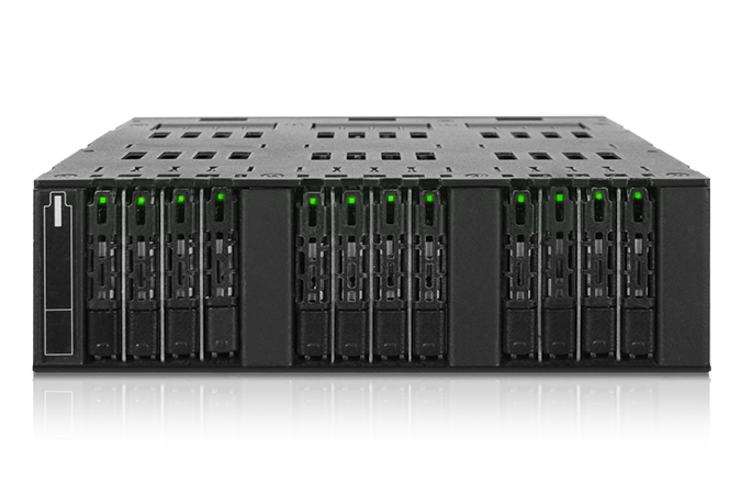 Icy Dock ToughArmor MB872MP-B позволяет установить в отсек для оптического привода 12 твердотельных накопителей