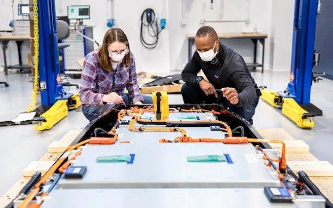 Ford объявляет о планах, связанных с разработкой и производством аккумуляторных батарей для электромобилей