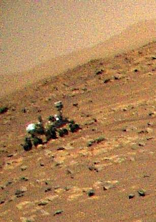 Марсианский вертолёт Ingenuity в полёте снял ровер Perseverance