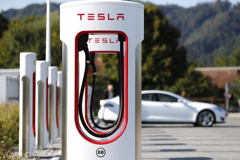 Все зарядные станции Tesla Superchargerбудут обеспечены энергией из возобновляемых источников до конца года