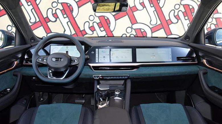Представлен большой кроссовер с двигателями Volvo, тремя дисплеями и автоматической системой парковки