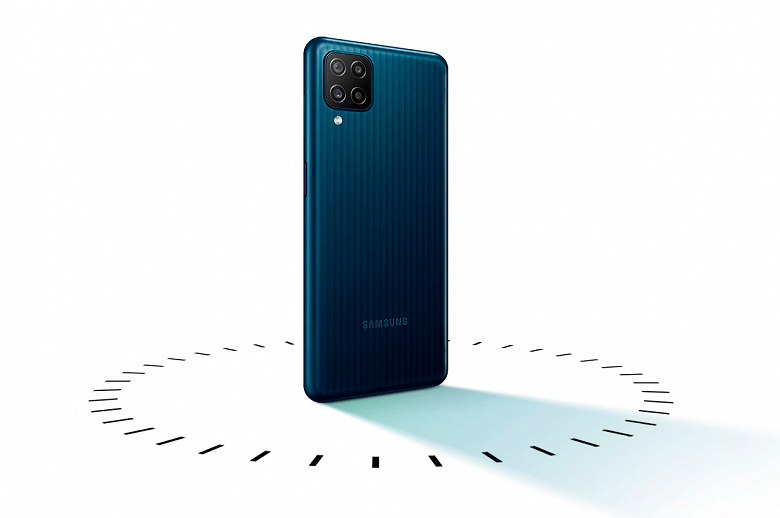 Начались продажи бестселлера и монстра автономности Samsung Galaxy M12 в России