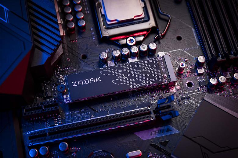 Твердотельный накопитель Zadak TWSG3 снабжен «графеновым» радиатором