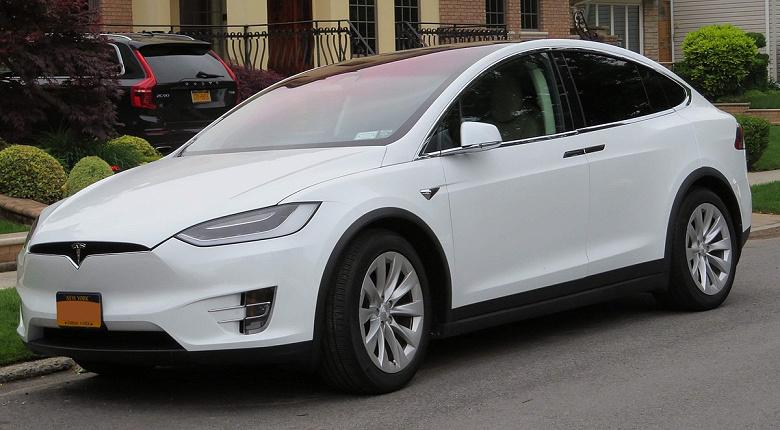 Tesla и Toyota выпустят недорогой электрический кроссовер