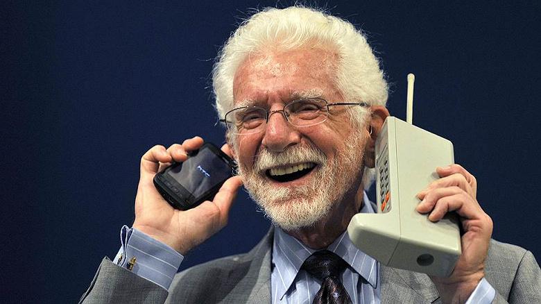 Сегодня исполнилось 48 лет первому мобильному телефону: в США и России отмечают событие снижением цен на смартфоны
