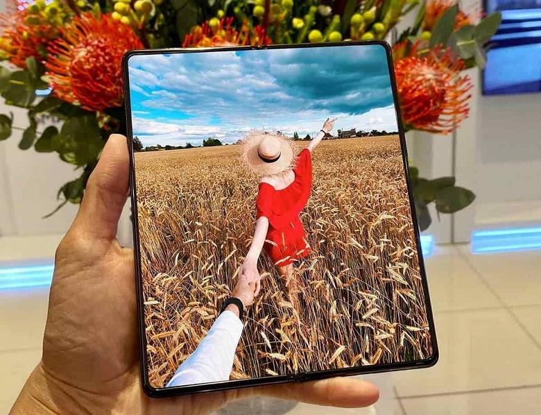 Samsung считает, что традиционные физические кнопки на смартфоне могут доставлять неудобства пользователям