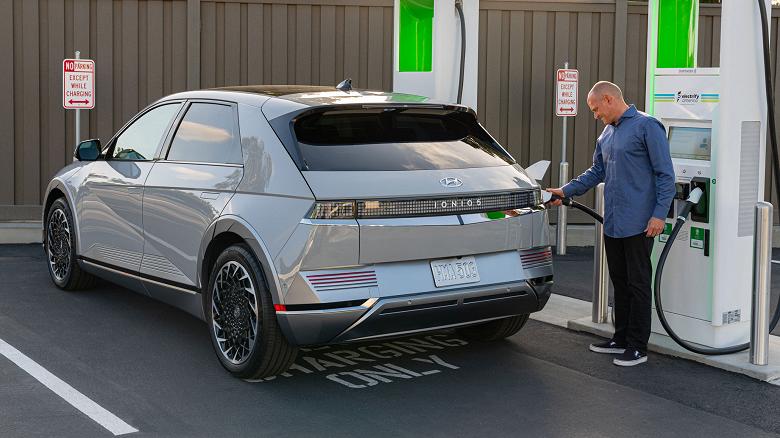 Представлен американский Hyundai Ioniq 5 с возможностью зарядки других электромобилей, велосипедов и так далее