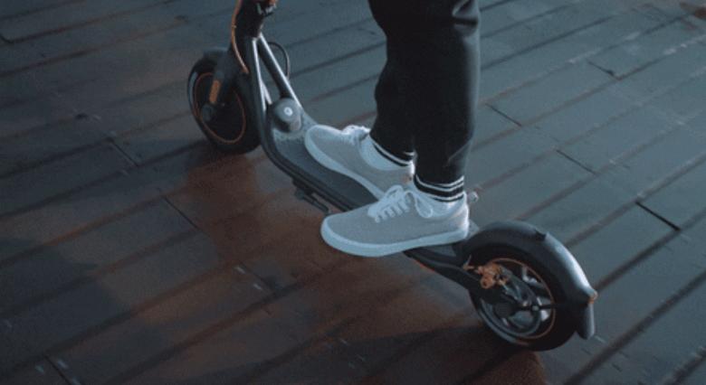 Представлен электросамокат Segway-Ninebot с запасом хода 40 км, скоростью до 30 км/ч и круиз-контролем