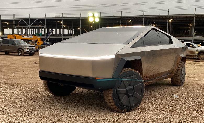 На гигафабрике в Техасе заметили спрятанный футуристичный пикап Tesla Cybertruck