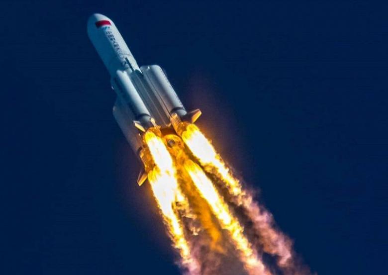 Всё произойдёт сегодня ночью: Роскосмос назвал время и место падения неуправляемой китайской ракеты
