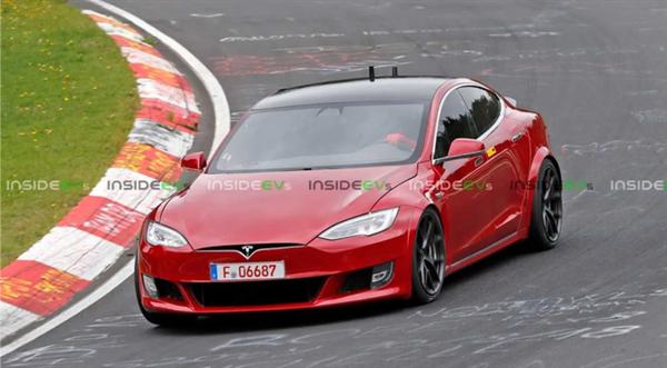 Семейный седан Tesla Model S Plaid на треке почти так же быстр, как и спорткар McLaren Senna