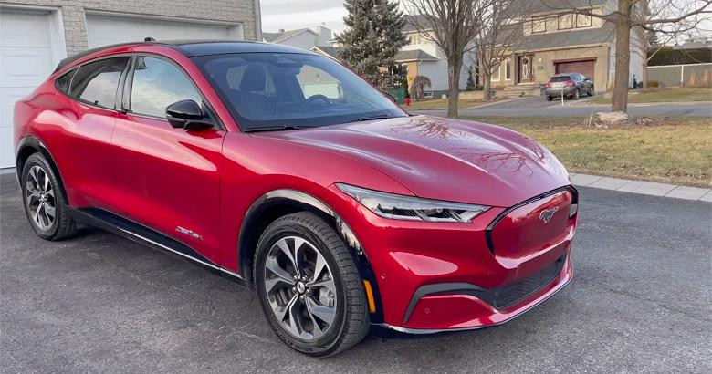 Ford выпускает больше электрических Mustang, чем бензиновых