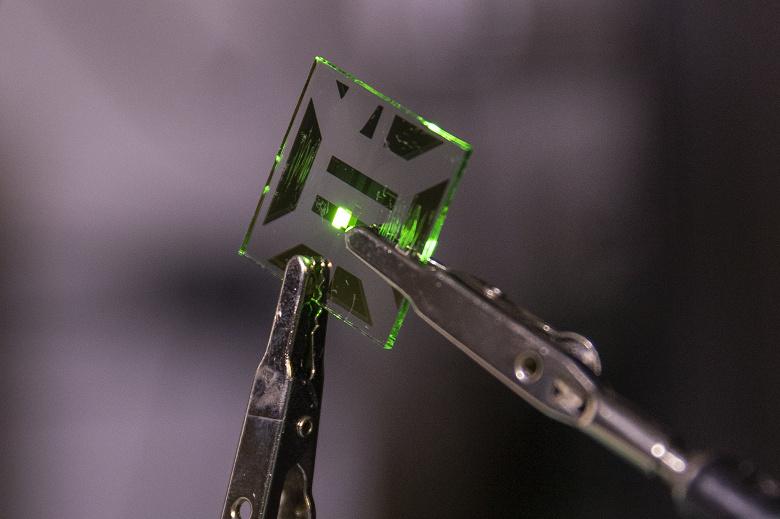 В Мичиганском университете разработан новый электрод для OLED, который позволяет увеличить светоизлучение на 20%