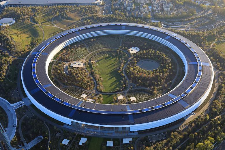 Сотрудники Apple выступили против возвращения в офис