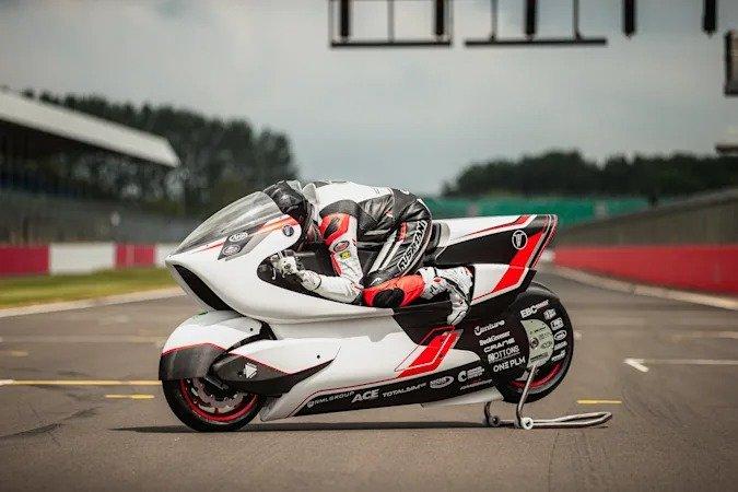 У самого быстрого в мире электрического мотоцикла появился конкурент