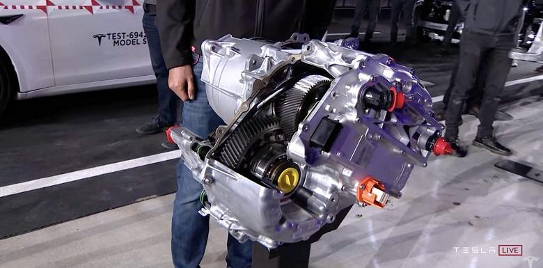 Илон Маск прорекламировал электродвгатель нового суперкара Tesla Roadster