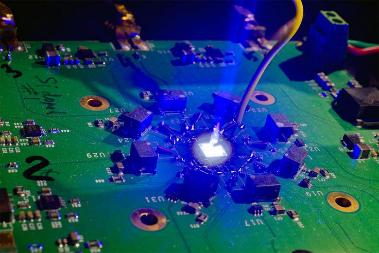 Представлена технология оптического соединения между микросхемами Avicena LightBundle