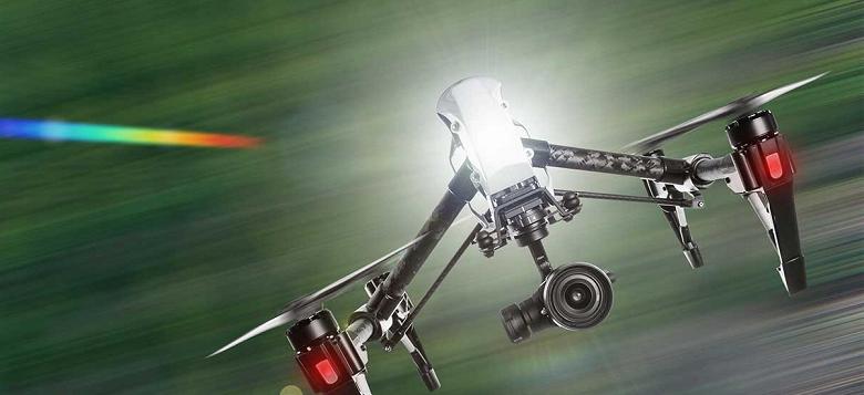 Полиция Малайзии использует дроны для проверки температуры людей с высоты до 20 метров