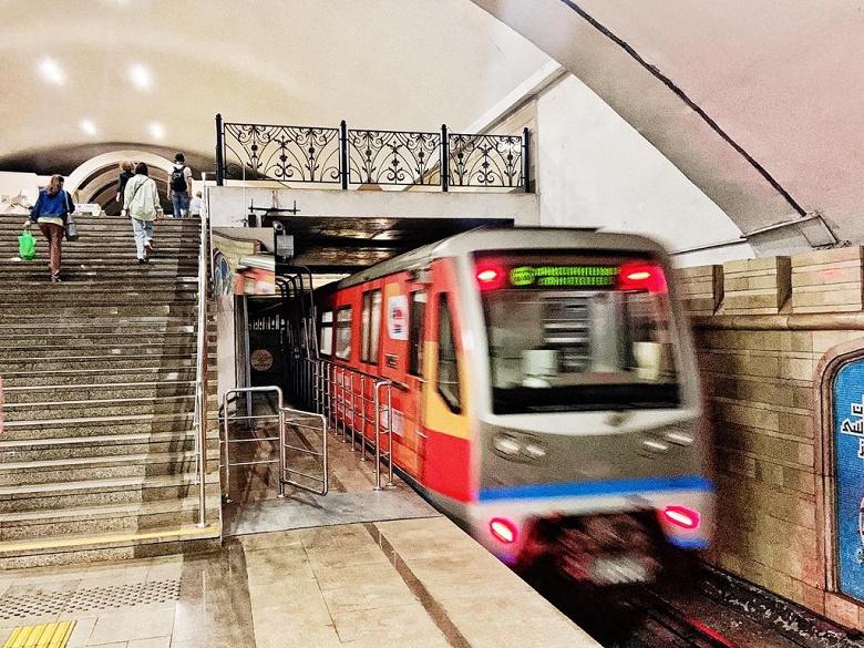 В России запустили 5G в метро, бесплатно