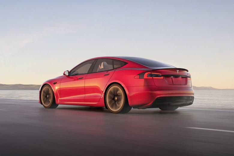 Tesla Model S Plaid вошел в историю как самый быстрый серийный автомобиль из когда-либо существовавших