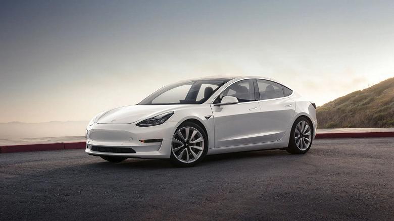 Tesla Model 3 проехала 1000 км за 10 часов