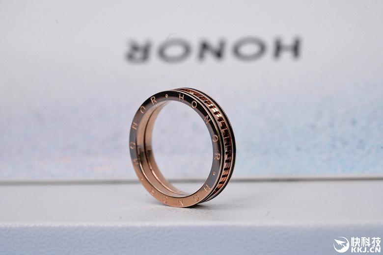 Honor положила неожиданный подарок в приглашение на презентацию Honor 50