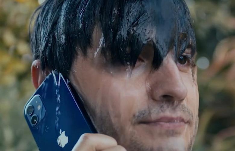 Реклама водонепроницаемого iPhone 12 вызвала возмущение пользователей