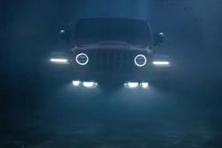 Новые внедорожники Jeep смогут ездить под водой