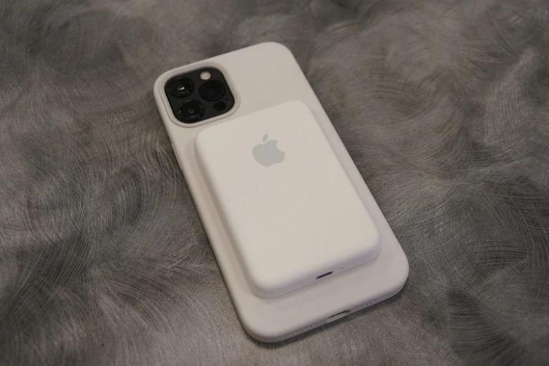 Вот это кирпич: насколько толстым оказался аккумулятор-магнит Apple для iPhone 12