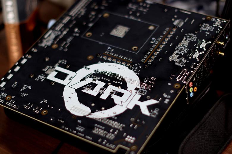 Опубликован первый снимок системной платы EVGA X570S Dark