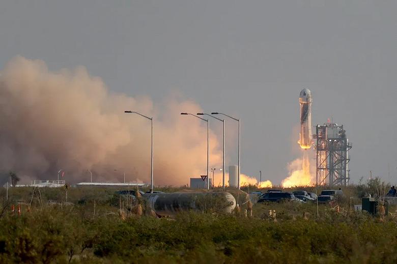 Джефф Безос «никого не пнул»: он успешно слетал в космос и вернулся на Землю
