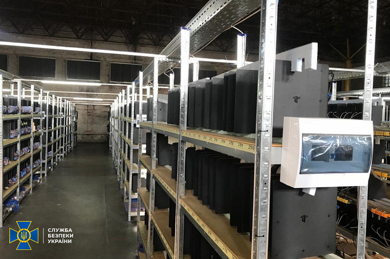 Обнаружена крупнейшая подпольная криптоферма на Украине: она включала тысячи устройств для майнинга