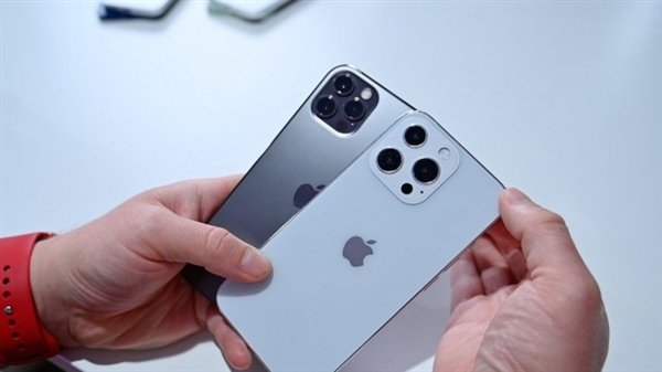 iPhone 13 Mini, iPhone 13, iPhone 13 Pro и iPhone 13 Pro Max сравнили с iPhone 12 на живых фото