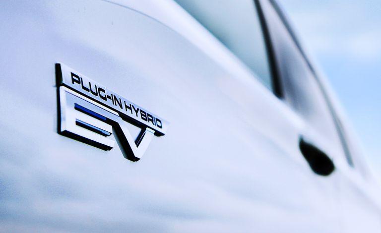 Представлен гибридный Mitsubishi Outlander 2022: семь мест и увеличенный запас хода
