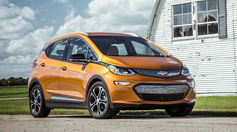 Владельцам электромобилей Chevrolet Bolt 2017-2019 годов выпуска рекомендовано не парковать их в помещениях и не оставлять заряжаться на ночь без присмотра