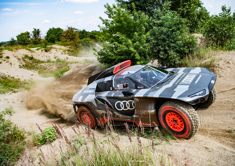 Гибридный Audi RS Q e-tron начал испытания для ралли «Дакар» 2022 года