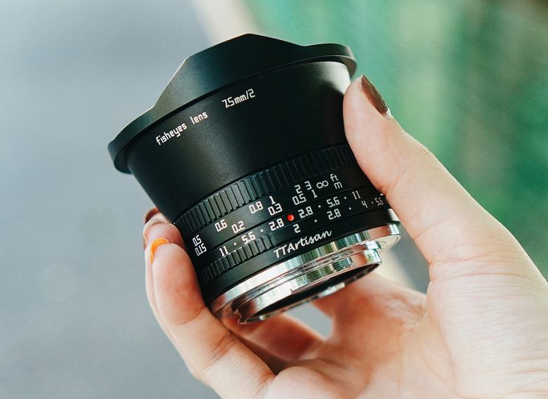 Объектив TTartisan 7.5mm f/2 для беззеркальных камер стоит 150 долларов