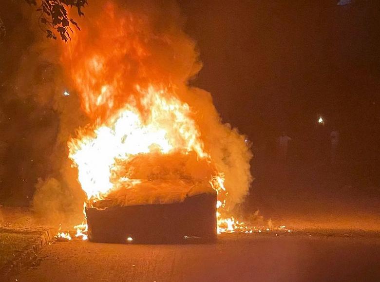 «Это был мучительный и ужасающий опыт», — появились подробности о сгоревшей Tesla Model S Plaid
