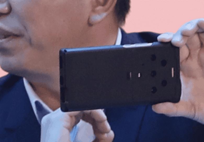 Это преемник Nokia 9 PureView? Глава Honor впервые показал флагманский смартфон Honor Magic3 с пентакамерой вживую