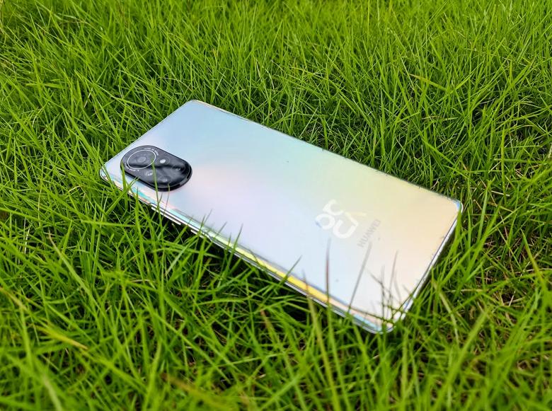 EMUI 12, OLED, 90 Гц, 64 Мп и 66 Вт. В России Huawei Nova 8 уже можно заказать и получить щедрый подарок