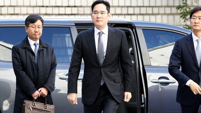 После освобождения из тюрьмы своего лидера Samsung объявила о рекордных инвестициях в размере более 200 млрд долларов