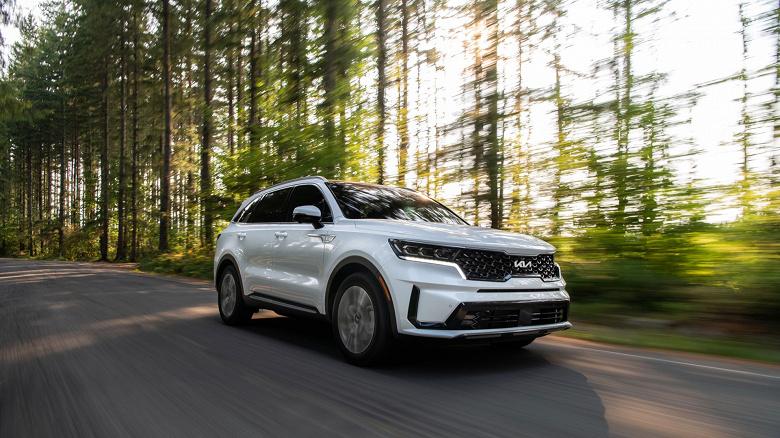 Совершенно новый Kia Sorento PHEV уедет на электротяге дальше, чем Hyundai Santa Fe PHEV, но ненамного