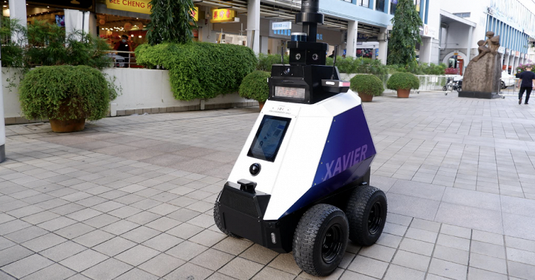 Robots began to maintain public order in Singapore
