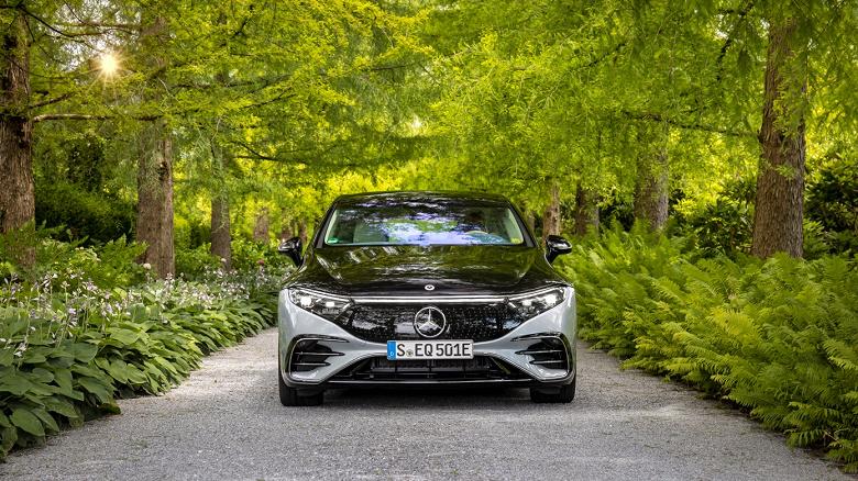 Большой электрический седан Mercedes-Benz EQS оказался дешевле бензинового S-Class
