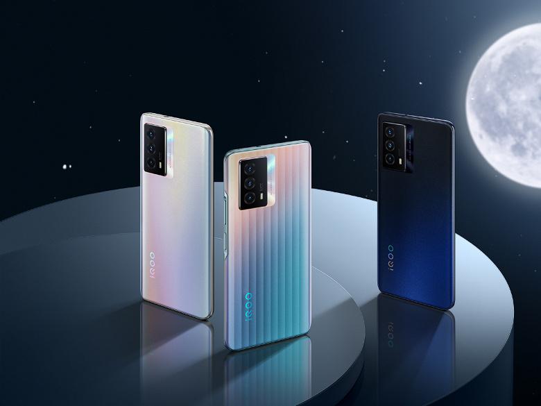 5000 мА•ч, 120 Гц, 64 Мп, 44 Вт, стереодинамики, OriginOS 1.0 и 16 ГБ ОЗУ. Смартфон iQOO Z5 поступил в продажу в Китае